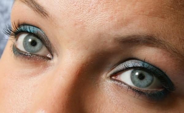 Uneori machiajul nu poate ascunde cercane de la ochi, Foto: amorefabulousyou.blogspot.ro