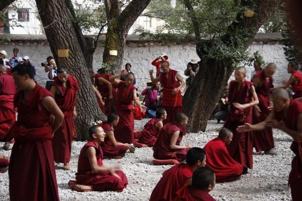 Viata de calugar in Tibet, Foto: claremontglobetrotters.blogspot.com