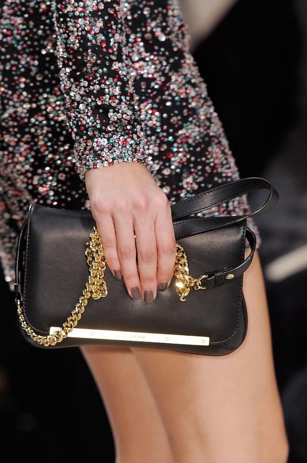 Geanta neagra marca Elie Saab, Foto: fashionologie.com