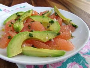Grapefruit, avocado, un pic de sare, piper, ulei de masline si ceapa verde, Foto: my-plate.blogspot.ro