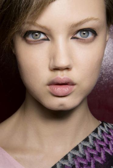 Machiaj interesant la moda in, Colturi ca de sageata la ochi realizate cu dermatograf negru, Foto: be-fabdiary.blogspot.ro