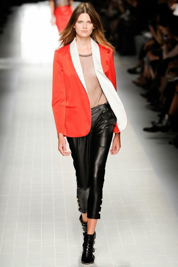 Pantaloni negri din piele, Foto: visualoptimism.blogspot.ro
