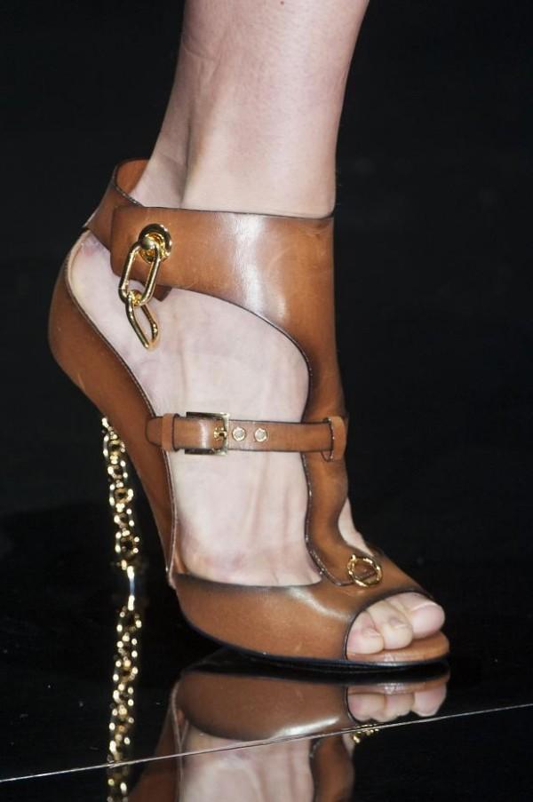 Pantofi decupati din piele, marca Tom Ford, Foto: theempressofdress.com