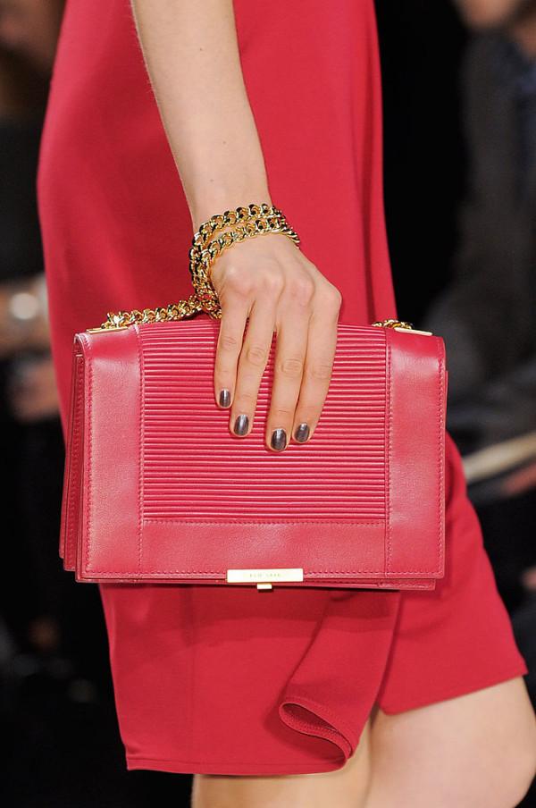 Tendintele modei in anul 2014, Model de geanta Elie Saab, Foto: fashionologie.com