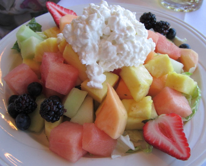 Salata de fructe si branza de vaci, Foto: elainetravels.files.wordpress.com