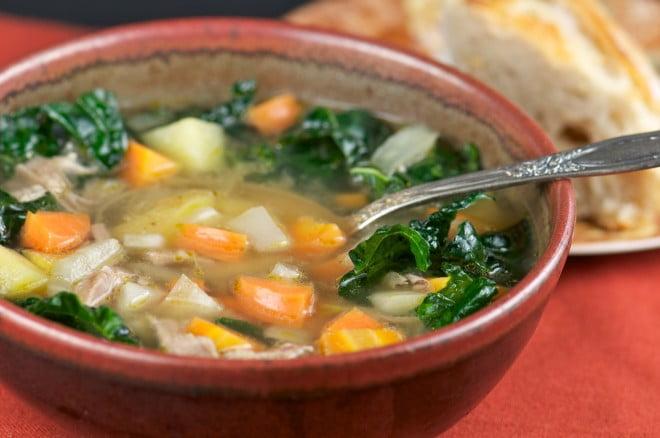 Supa din carne slabă de pui și legume, Foto: mixedgreensblog.com