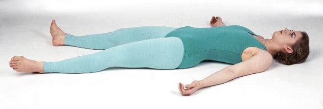 Exercitiul Cadavrul, cel mai simplu mod de relaxare, Foto: kneadunow.com