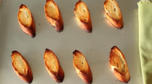 Felii de paine rumenite la cuptor