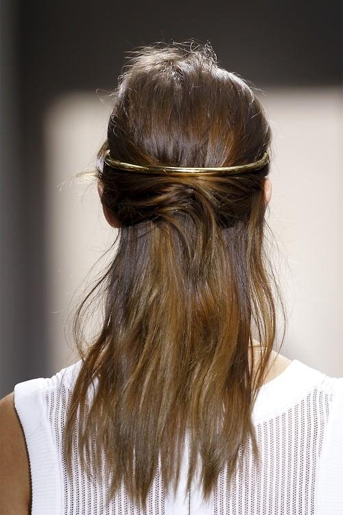 Coafura eleganta cu accesoriu stralucitor de par, Foto: salongen.blogg.no