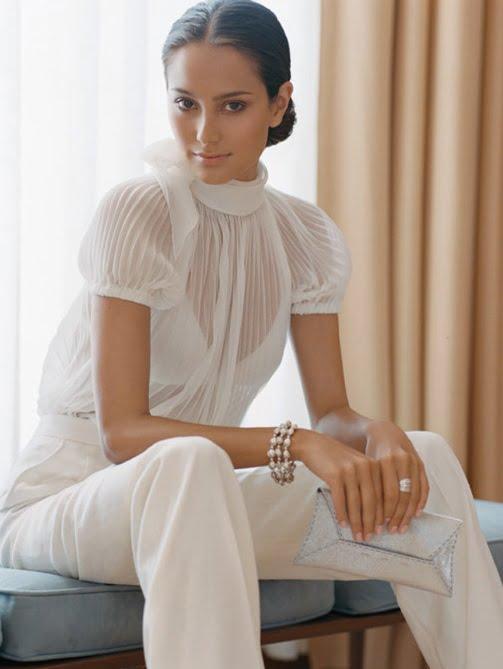 ȚInută clasică, albă, chic, elegantă, Foto: ayseozler.files.wordpress.com