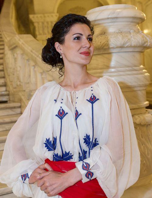 Bluză cu voal de mătase naturală și broderie, Foto: costumepopulare.wordpress.com