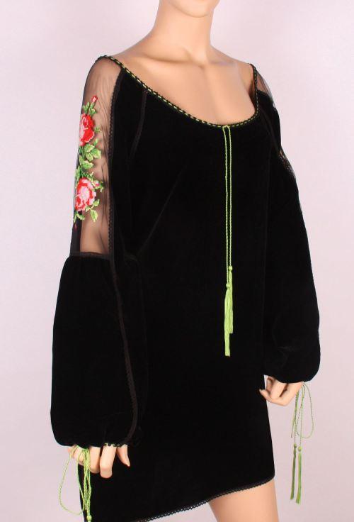 Bluză din catifea cu dantelă și broderie, Foto: costumepopulare.wordpress.com