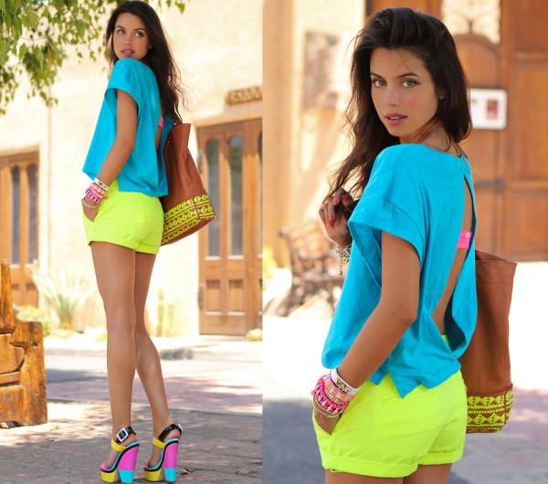 Bluză, pantaloni scurți, sandale și accesorii neon, Foto: passionforprying.files.wordpress.com