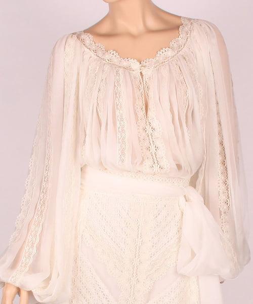 Bluză cu voal și inserții din dantelă, Foto: costumepopulare.wordpress.com