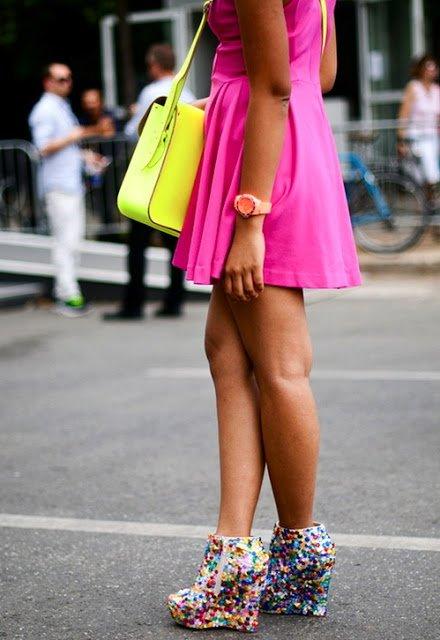 Culorile neon sunt impresionante, nu pot trece neobservate, Foto: fashion-and-style-for-all.blogspot.ro