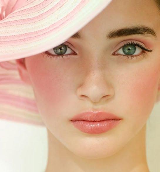 Fard de obraz roz deschis, Machiaj fin pentru ochi verzi, Foto: girlshue.com