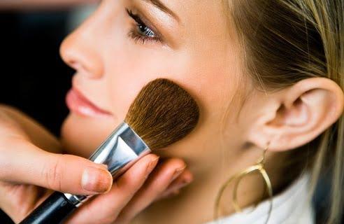 Machiaj de vară - Se folosește mai puțin fard de obraz, pielea fiind frumos bronzată, Foto: interiorredesignseminar.com