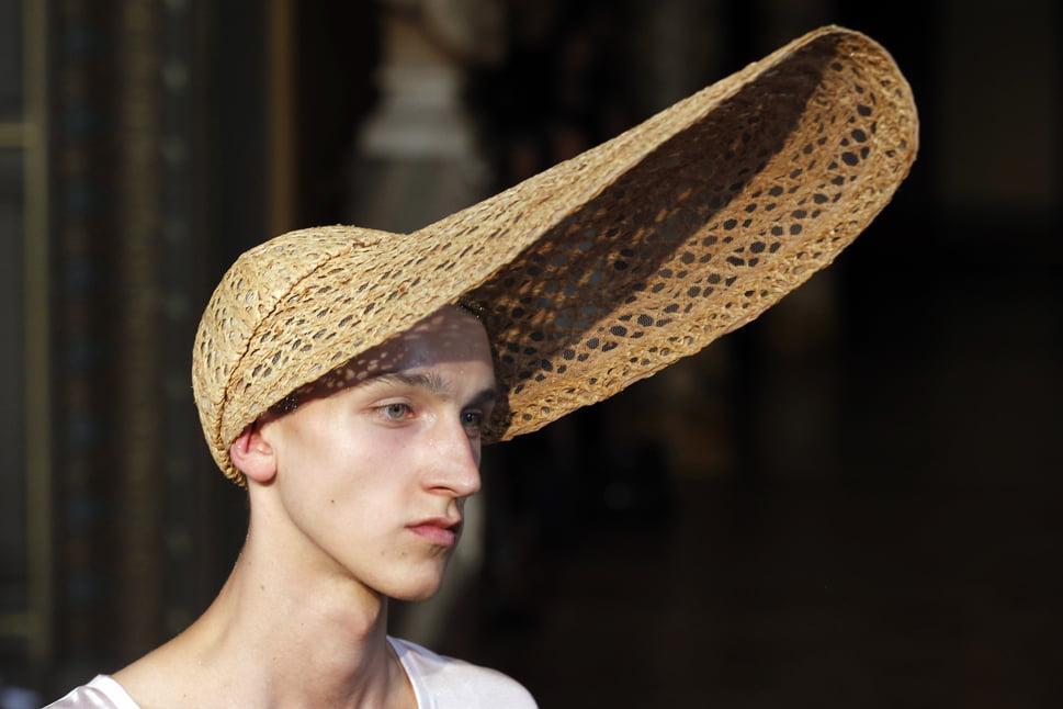 Model extravagant de pălărie de vară, Foto: foreignpolicy.com