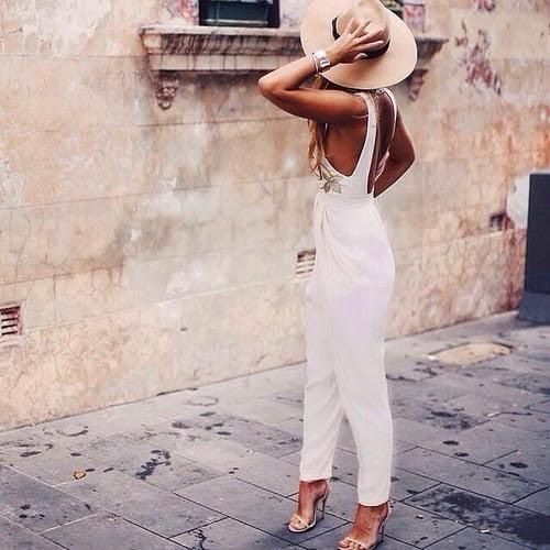 Pălărie asortată la salopetă albă, Foto: lauralina.com