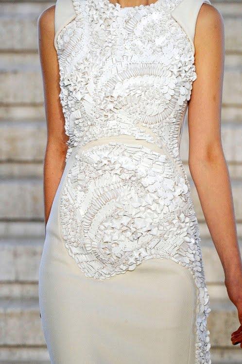 Rochie albă realizată de Antonio Berardi, Foto: blog.renate-exclusive.com