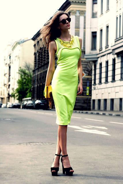 Rochie elegantă neon, Foto: fashion-and-style-for-all.blogspot.ro
