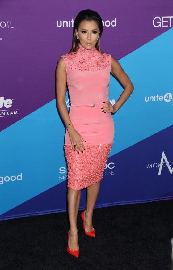 Rochie elegantă roz, fară mâneci, mulată pe corp la Eva Longoria, Foto: celebmagnet.com