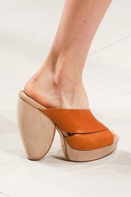 Saboți din lemn și piele, Foto: fashiontrendsetter.com