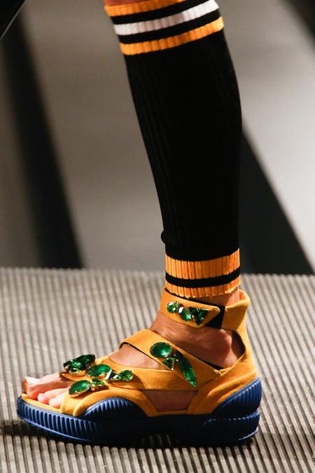 Sandale cu aplicații și talpă din cauciuc, Foto: fashioneditoratlarge.com