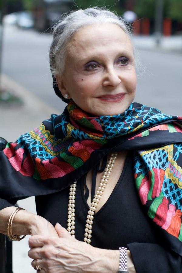 Îmbrăcăminte distinsă la o doamnă cu vărsta mai amre de 75 de ani, Foto: advancedstyle.blogspot.ro