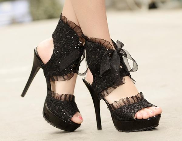 Sandale din dantelă pentru rochie de ocazie, Foto: icoolhunt.com