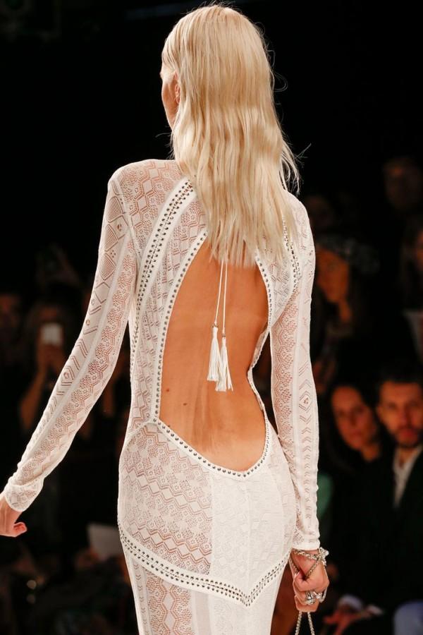 Rochie sexy albă cu spatele gol, marca Roberto Cavalli, colecția din 2014