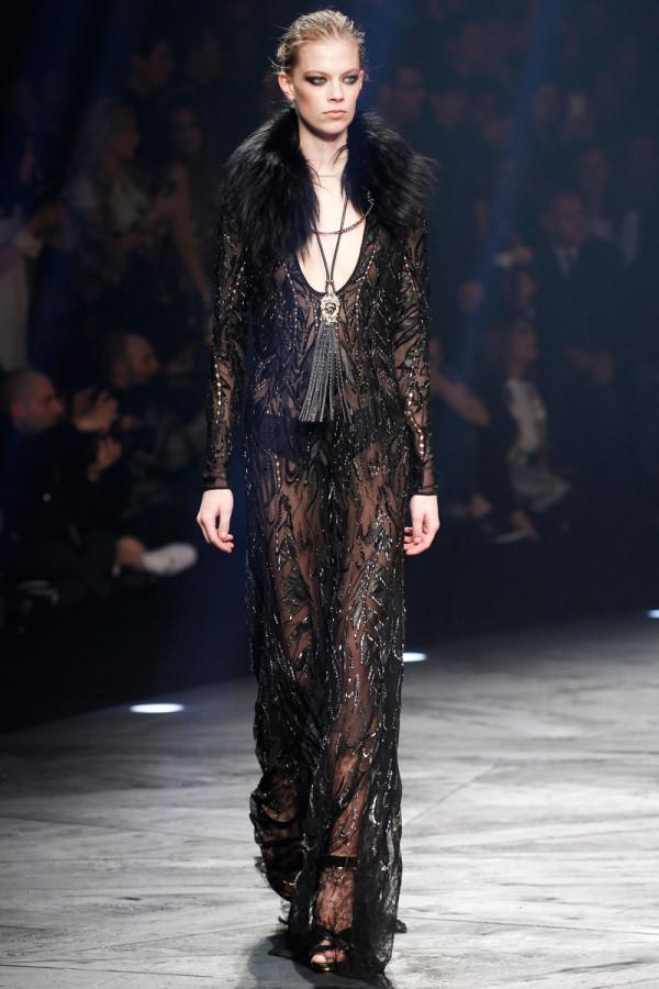 Rochie neagră transparentă elegantă, Marca Roberto Cavalli, Foto: thethreef.com