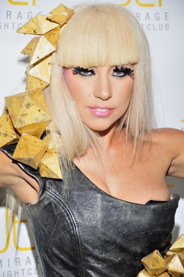 Coafură blond platinat - Lady Gaga, Foto: tuenlinea.com