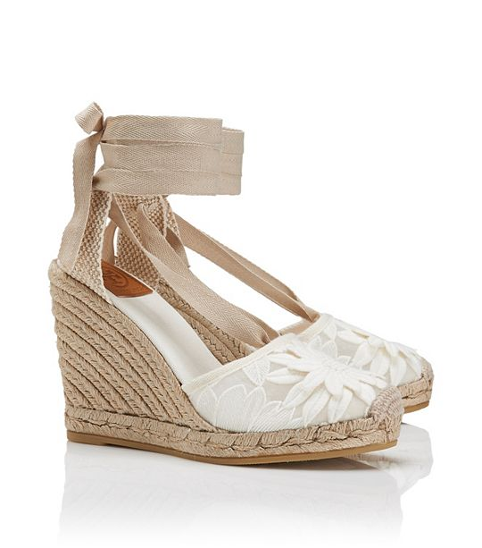 Espadrile cu toc, tip sandale, Foto: toryburch.de