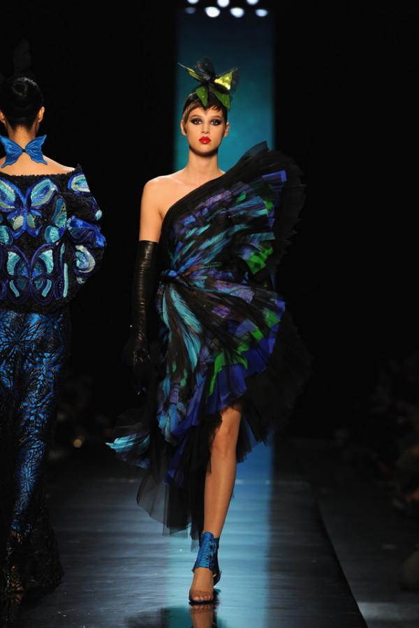 Rochie asimetrică extravagantă, marca Jean Paul Gaultier, Foto: senatus.net