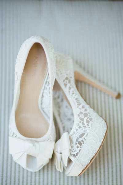 Pantofi cu dantelă pentru mireasă, Foto: my-wedding-ideas.com