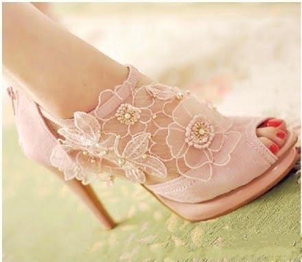 Pantofi cu dantelă roz de ocazie, Foto: my-wedding-ideas.com