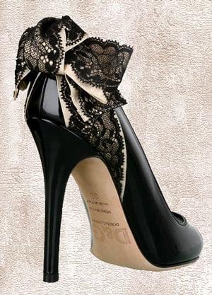 Pantofi cu toc înalt și dantelă neagră, creație Dolce&Gabbana, Foto: followpics.co