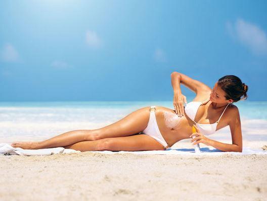 Protejarea pielii cu uleiuri de bronzat și creme de portecție UV, Foto: 123beautysolution.in