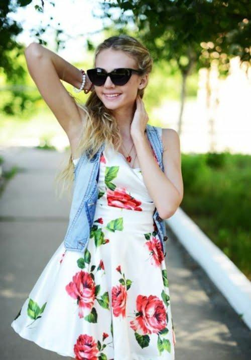 Rochie albă cu imprimeu cu trandafiri, Foto: designmag.fr
