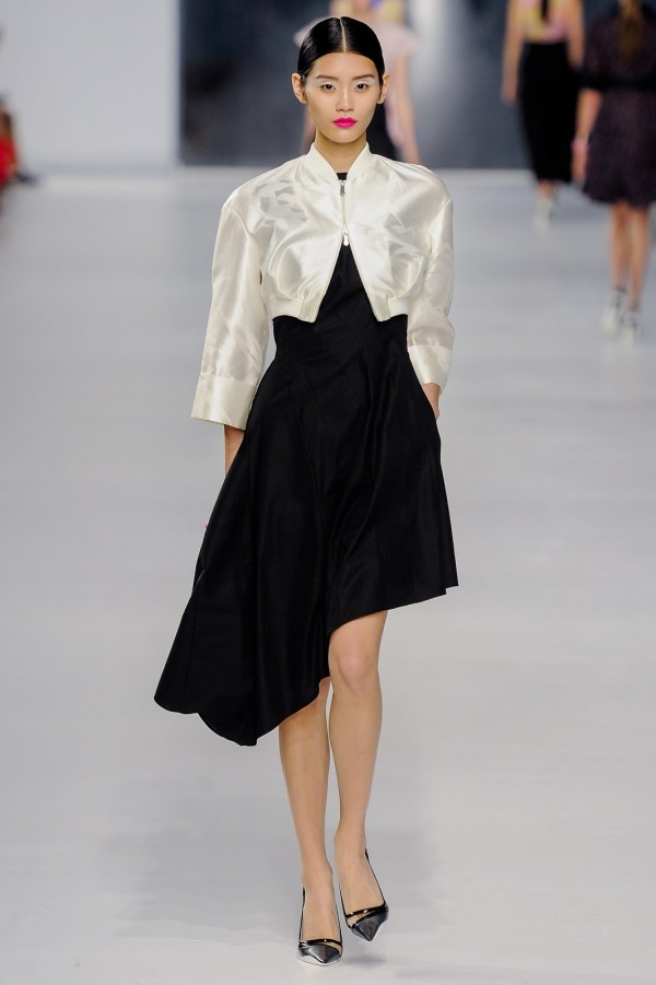 Rochie asimetrică neagră Christian Dior, Foto: got-blogger.com