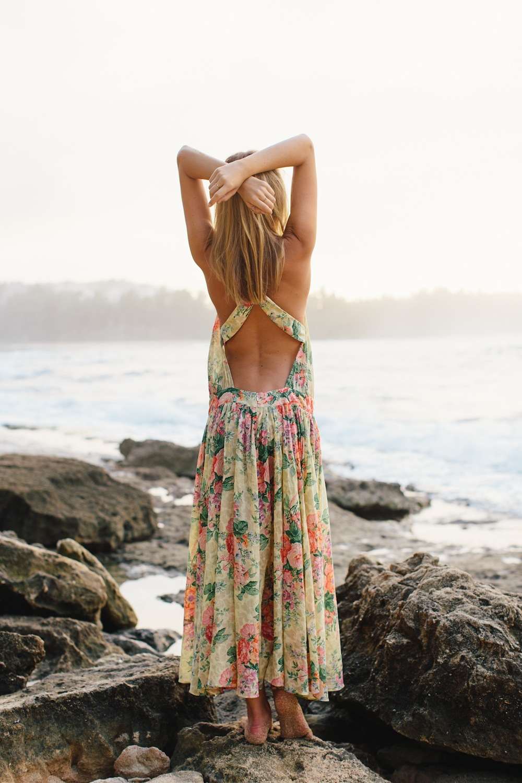 Rochie cu spatele gol pentru mers la mare, Foto: justthedesign.com