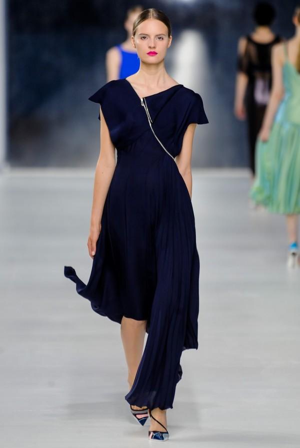 Rochie elegană asimetrică Christian Dior, Foto: got-blogger.com