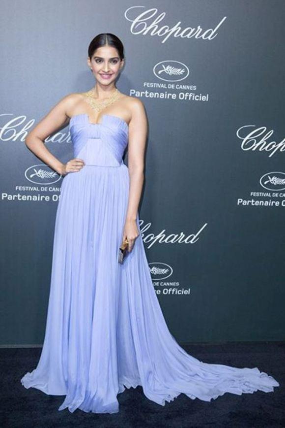 Rochie elegantă realizată de Ellie Saab, Foto: theasianfashionjournal.com