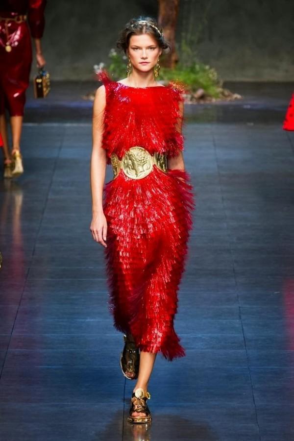 Rochie extravagantă cu franjuri, creație Dolce&Gabbana, Foto: ab81.blogspot.ro