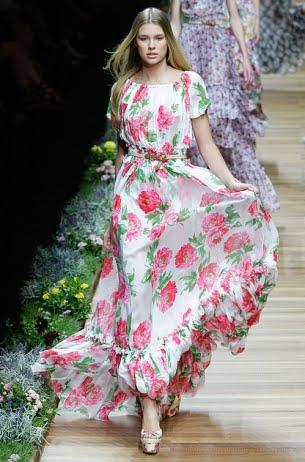 Rochie lungă cu volane, Foto: sheandstyle.com