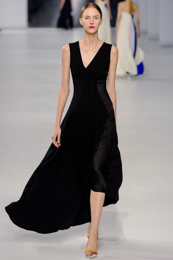 Rochie neagră asimetrică la modă în 2014, creație Dior, Foto: got-blogger.com