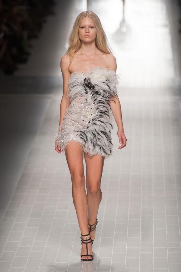 Rochie scurtă și elegantă, marca Blumarine, Foto: fashionising.com