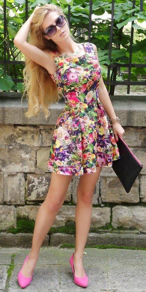 Rochie scurtă de vară, model clasic, imprimeu în nuanțe variate de culori, Foto: designmag.fr