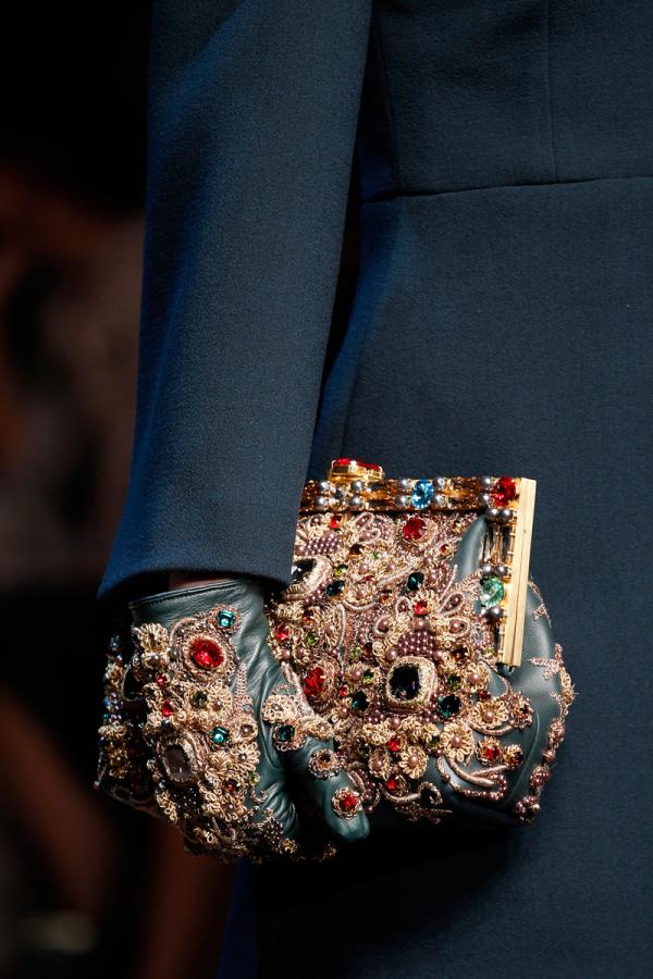 Colecția Dolce&Gabbana de mănuși, genți decorate impresionant, Foto: kleanperspektive.com